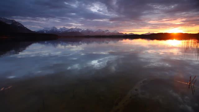 Sonnenuntergang am lake bannwaldsee in Bayern-Deutschland