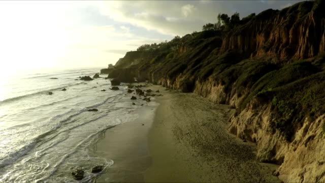 Sonnenuntergang am El Matador - wunderschöner Strand in Malibu, Kalifornien.