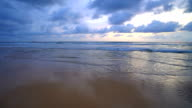 Sonnenuntergang am Strand und Meer