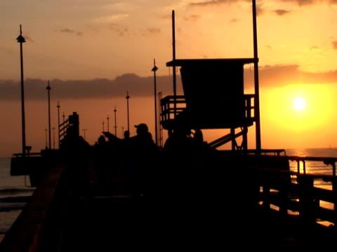 Sonnenuntergang Silhouetten am Pier