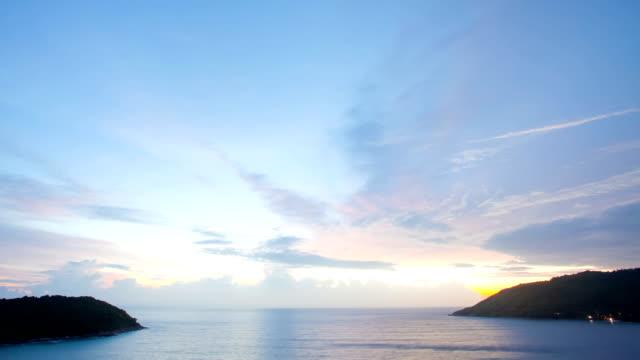 Sonnenuntergang, Timelapse an der Andamanensee von euch-nui Beach, Phuket, Thailand