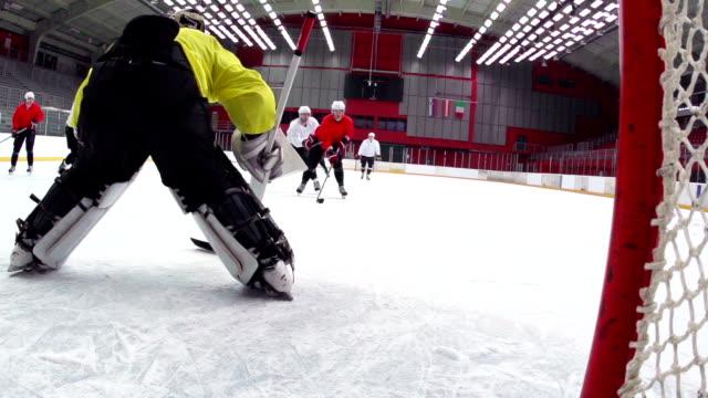 HD: Super slow-motion girato punteggio della squadra di Hockey su ghiaccio