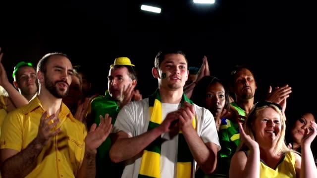 Super Slow Motion HD-Brazilian fan Applaudire
