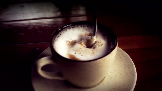 Super Slow Motion HD: Mixing coffee