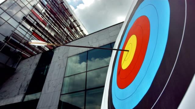 Super Zeitlupe, HD: Pfeil schlagen Center von Target