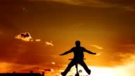 Super Zeitlupe, HD: Bmx Moto-Fahrer springen bei Sonnenuntergang