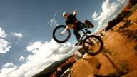 Super Zeitlupe, HD: Bmx Moto-Fahrer Performing Unturndown Trick