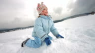 HD Super Slow-motion: Bambini gettare neve Up In The Air