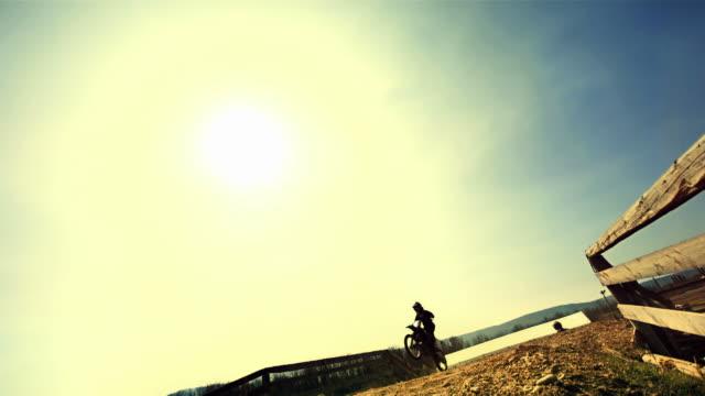 HD Super Slow-motion: Dirt bike saltare alto