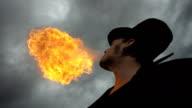 Super Zeitlupe, HD: Fire Abend gegen bewölkten Himmel