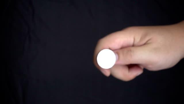 HD Super Slow-motion: Con il lancio di una moneta