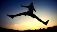 - Super Zeitlupe, HD: Mann, springen mit Positive Energie