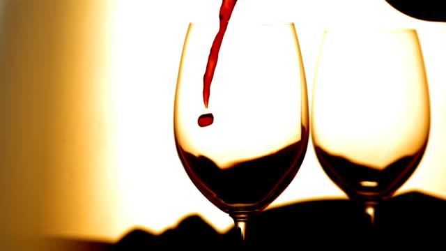 HD Super Slow-motion: Versare il vino rosso