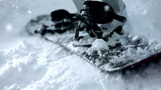 HD Super Slow-motion: Snowboard cadere sulla neve