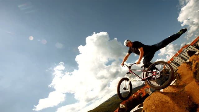 HD Super Slow-motion: Bmx coda a frusta trucco