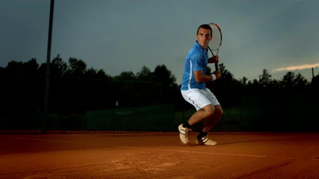Super Zeitlupe, HD: Tennis-Spieler schlagen den Ball