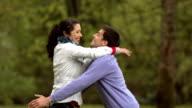 Super Zeitlupe, HD: Frau läuft in Boyfriend's Arms