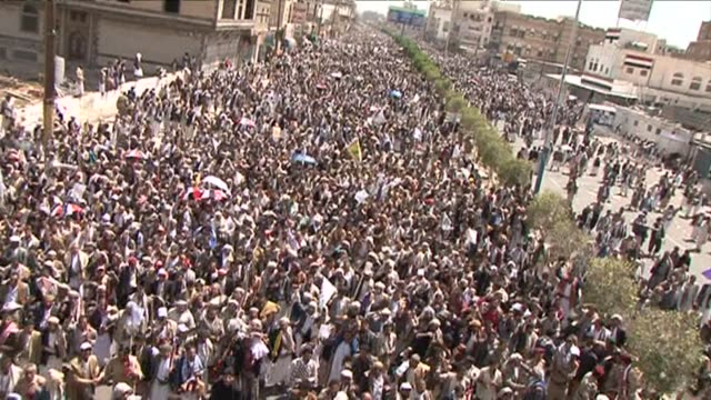 Supporters of Yemens Shiite rebels rallied Friday in the capital Sanaa to press for the ouster of the government
