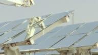 Surgido en el desierto a las afueras de Abu Dabi el proyecto Masdar investiga sobre energias renovables para cuando Emiratos Arabes Unidos se quede...