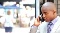 Sospetto Uomo d'affari al telefono