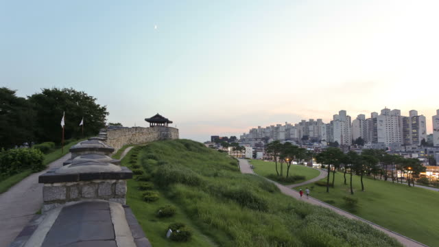 WS T/L Suwon Hwaseong Castle's Fortified Wall (World Heritage) and People / Suwon, Kyonggi-Do Province, South Korea