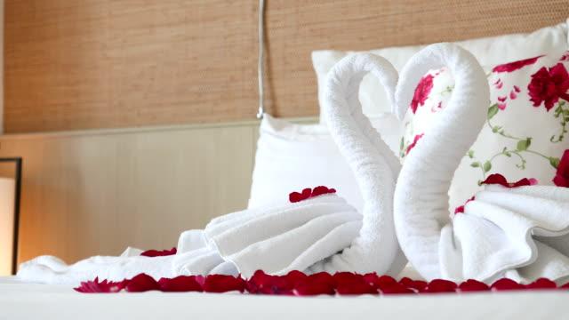 HD Swan bed towel