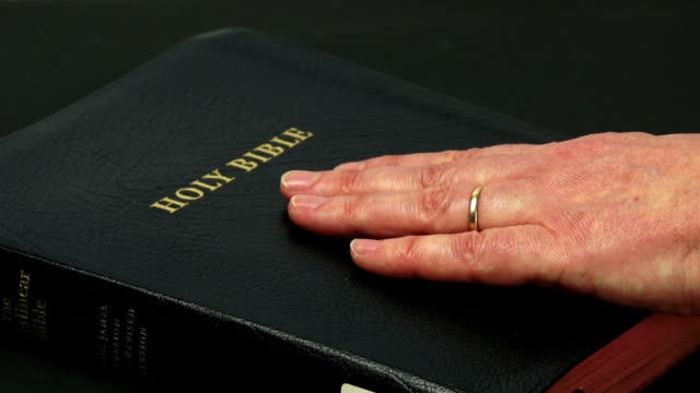 Swearing On The Bible Close-up (4:2:2@100 Mb/s)