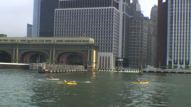 Swimmers from around the world challenge themselves in the annual 30 mile circuit of Manhattan Island Solo swimmer around the tip of Manhattan