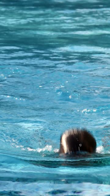 Swimming - vertical