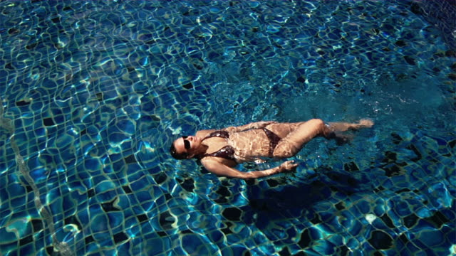 Swimming woman (HD1080)