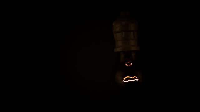 Schwingende Lİght Glühbirne