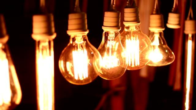 Schwingende Glühbirne