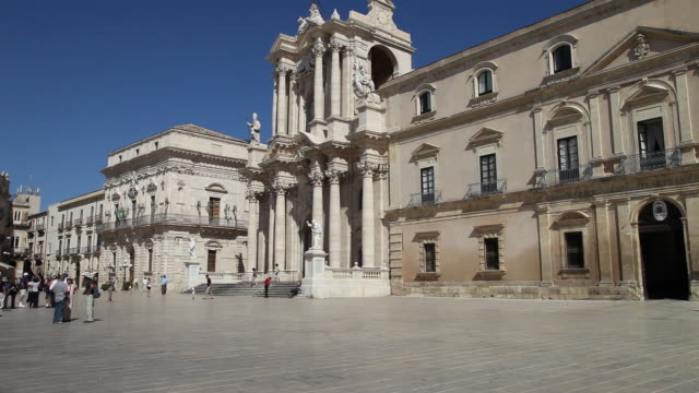 Syracuse, Duomo square, view of the cathedral and the square