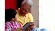 Tablet nonno e Nipote