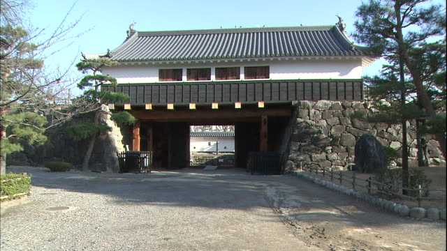 Taikomon gate provides an entrance to Matsumoto Castle.