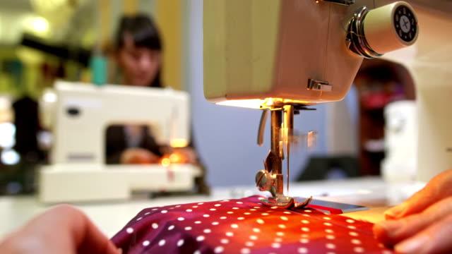 HD: Schneider Arbeiten auf Nähen-Geräte