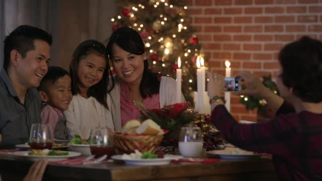 Fotografieren Weihnachten Abendessen auf einem Mobiltelefon
