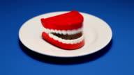 Sprechen Zähne auf Teller