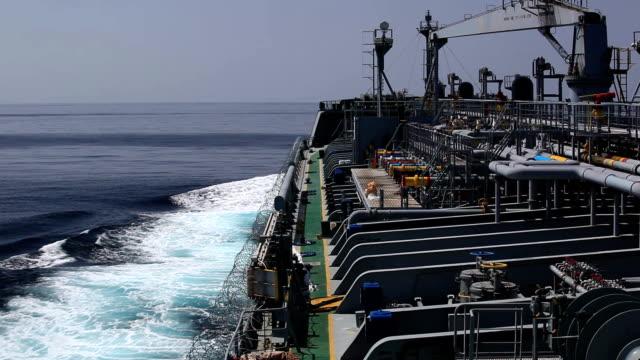 Tankschiff unter Schutz.