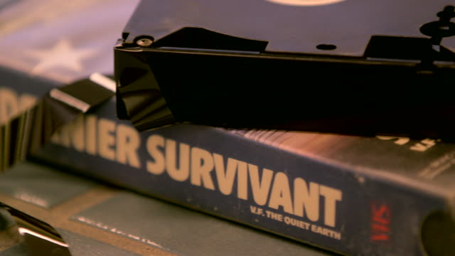 Tape of 'Le dernier survivant' is pulled out of old VHS film NO