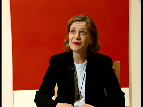 Frith Street Gallery interviews with gallery and artists ENGLAND London Frith Street Gallery INT Jane Hamlyn interview SOT On the Craigie Horsfield...