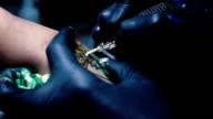 Tattoo maken op onderarm