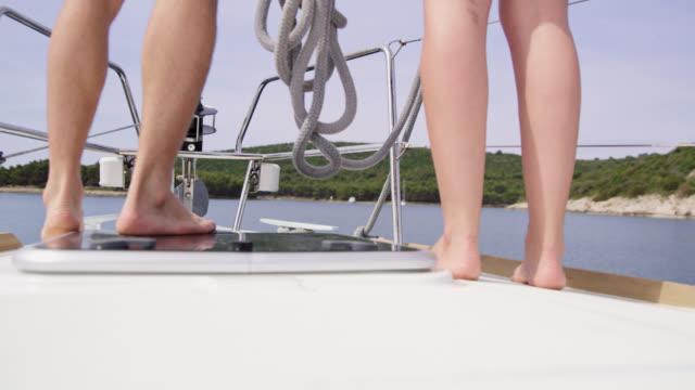 MS-LA Team bei der Vorbereitung ein Seil, ein Boot zu binden