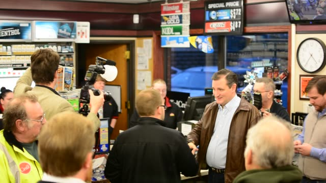 Ted Cruz takes the time to visit with a gas station packed full of Iowa voters Takes questions one by one and gives direct answers