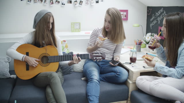 4K: Teenage Girls Has Karaoke Party.