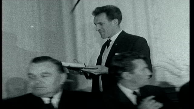 Television Awards 2008 T08036001 Savoy Hotel INT B/W archive footage of Bruce Forsyth along to receive ITA Personality of 1959 / guests at luncheon