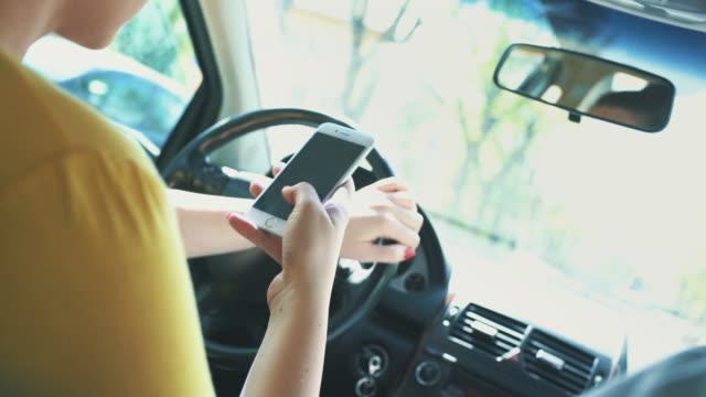 SMS und fahren.