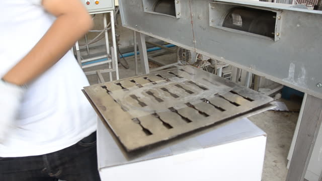 thai engineer student divide compress layer mold