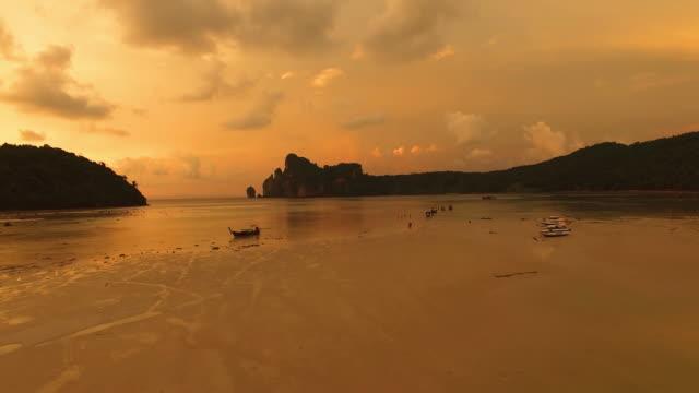 Thailändischen Insel bei Sonnenuntergang, Ko Phi-Phi Don, Krabi
