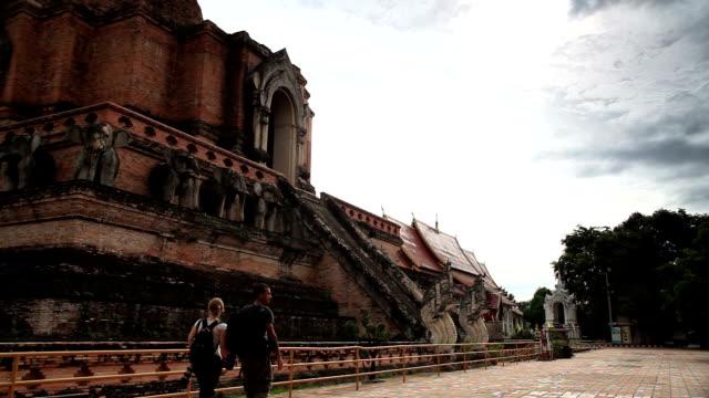 Chiang Mai, Thailand-Tempel Wat Chedi Luang-Tempel. Touristen zu Fuß